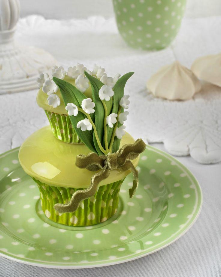 Lily of the valley cupcakes from the book: Cupcakes, Cookies & Macarons de Alta Costura de Patricia Arribalzaga