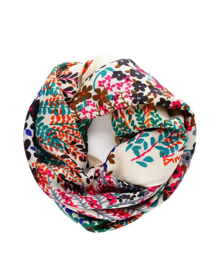 Notice the colors in this scarf. Bimba y Lola - CHAL