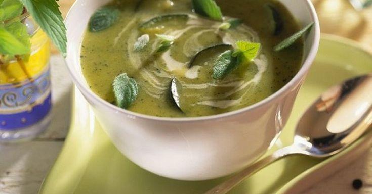 106 gesunde Zucchinisuppe-Rezepte mit frischen und leckeren Zutaten. Bereite Dein Zucchinisuppe Rezept doch mal mit EAT SMARTER zu!