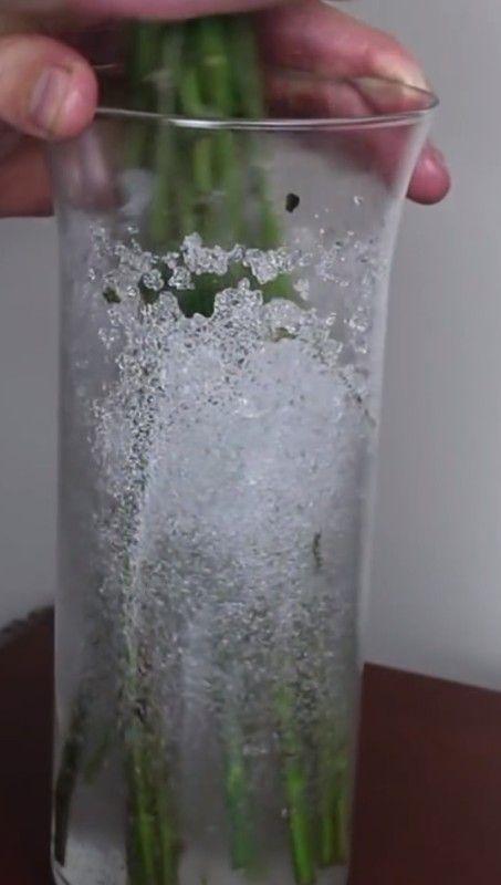 Dieser Mann macht Wasser in eine Windel. Der Grund? Brillant.