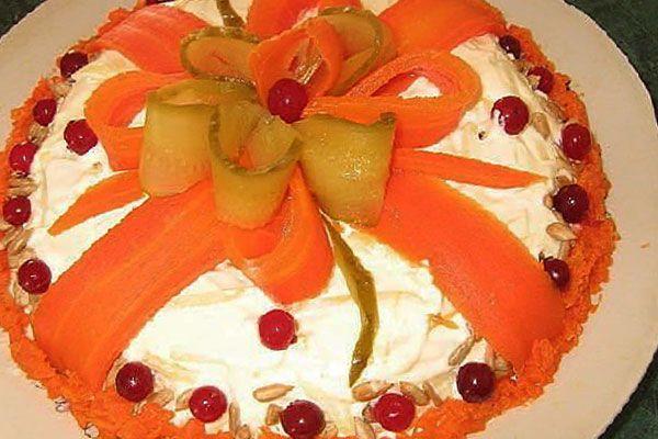 Подарочный «торт» из овощей
