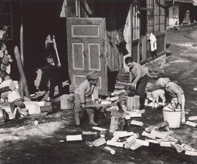 Martin Martinček na svojich fotografiách zachytával hlavne Liptov. Ľudí, ktorí v ňom žili, pracovali a boli hrdí na svoj pracovitý život.