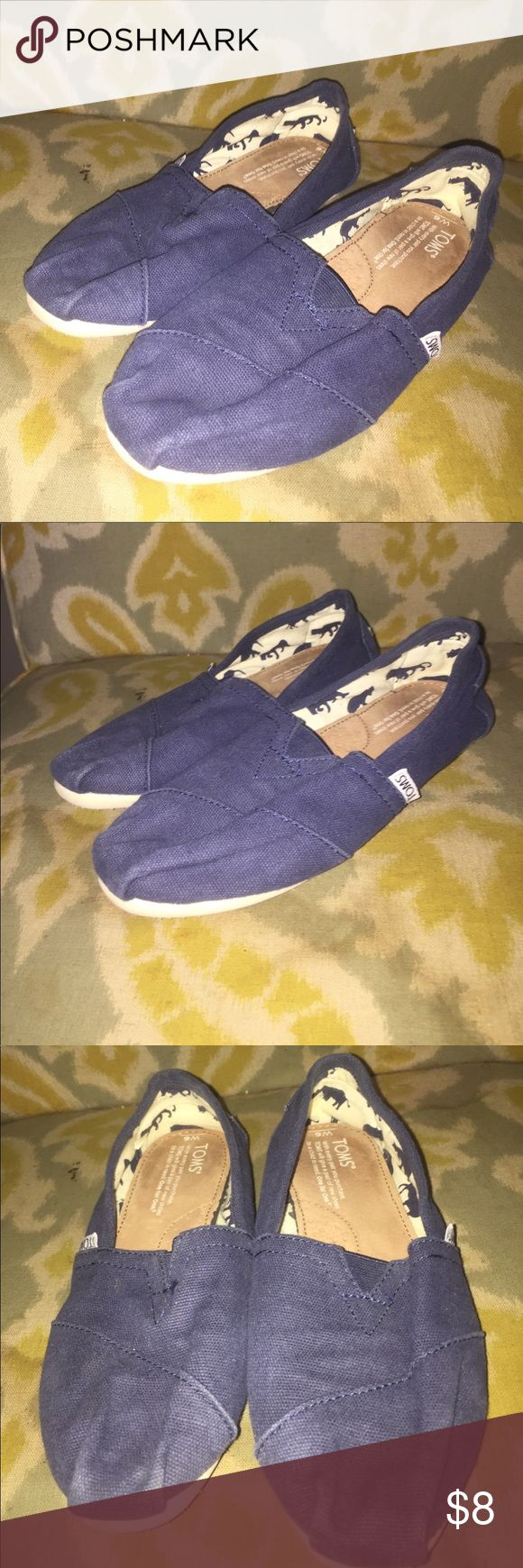 Ladies Toms flats shoes Blue Sz 6 In great preowned shape. Size 6 ladies. Toms Shoes Flats & Loafers