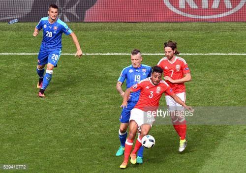 Slovakia's midfielder Juraj Kucka (2nd L) vies for the... #leguillacdelauche: Slovakia's midfielder Juraj Kucka (2nd L)… #leguillacdelauche