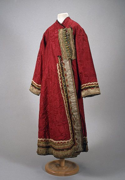 Odezhina Russia (Nizhny Novgorod), 19th century The Hermitage... - OMG that dress!