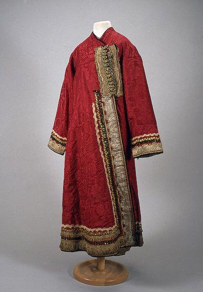 Odezhina Russia (Nizhny Novgorod), 19th century The Hermitage... - OMG that dress!