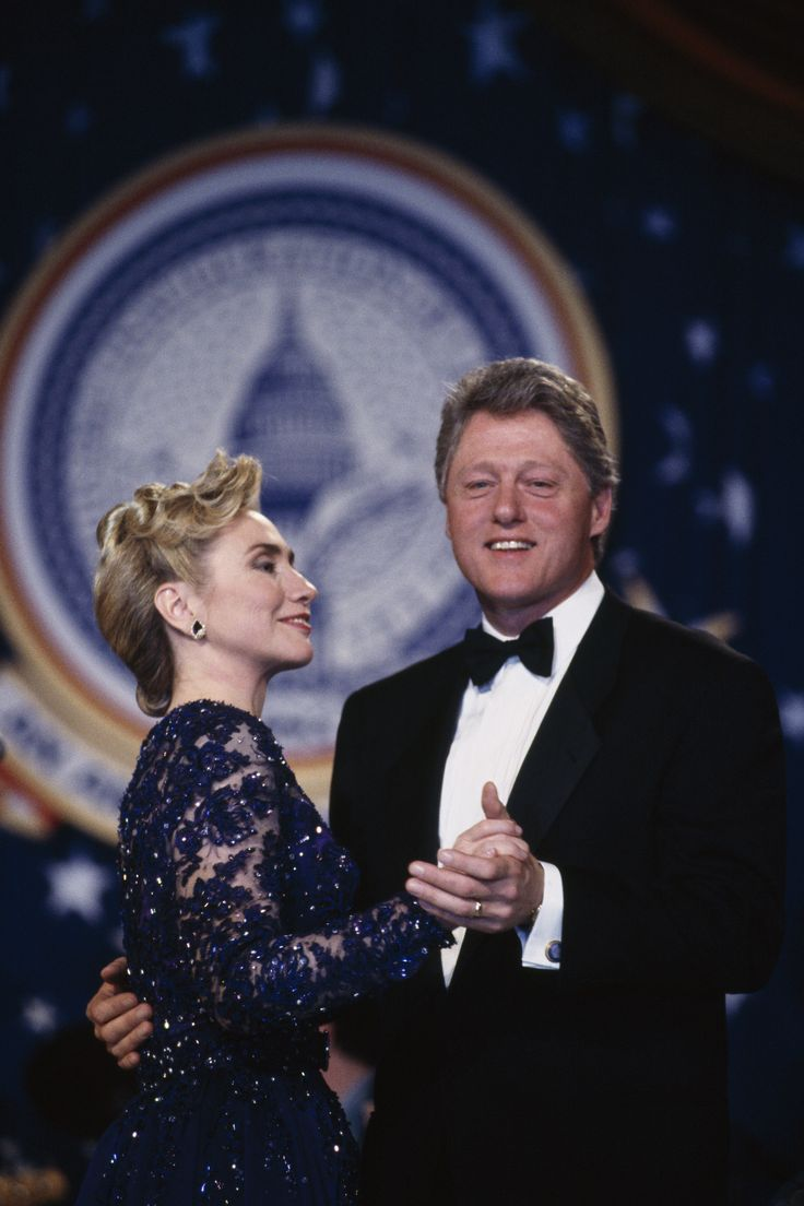 bill and hillary clinton | bill-and-hillary-clinton-holding-hands - Bill Clinton Pictures - Bill ...