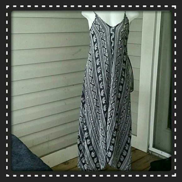 BEAUTIFUL AZTEC LONG SHARK BITE  DRESS  ADORABLE  FLOOR LENGTH  BLACK & WHITE  AZTEC PRINT DRESS. SO CUTE WITH A DENIM CROP& SOME SANDALS,  PERFECT TO WEAR FOR ANY OCCASION.  DRESS IT UP OR MORE CASUAL. BOTIQUE  Dresses