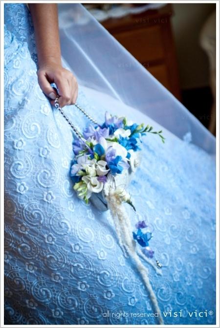Wedding bouquet | white | blue