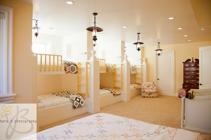 """how cool would it be to have a """"bunk room?"""" perfect for family visiting on holidays."""