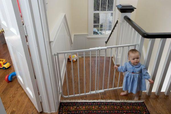 kindergitter treppe treppenschutzgitter treppengitter schutzgitter treppe wohnideen pinterest. Black Bedroom Furniture Sets. Home Design Ideas