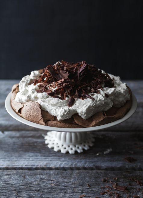 Pavlova au chocolat  crème fouettée au chocolat blanc