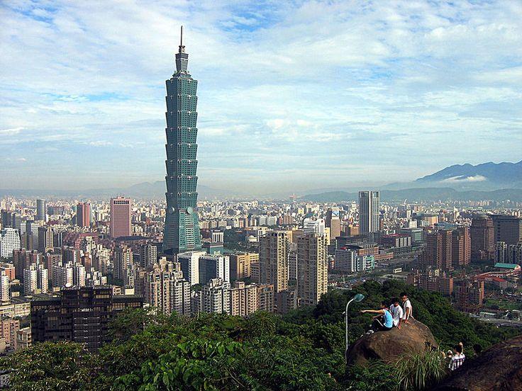 A partir da década de 1960 Taiwan tornou-se um próspero e industrializado país desenvolvido. Tornou-se conhecido como um dos 4 tigres asiáticos.  República da China, o mesmo que China Nacionalista, Formosa, Taiwan.  Fotografia:  Peellden. – Wikipédia, a enciclopédia livre.