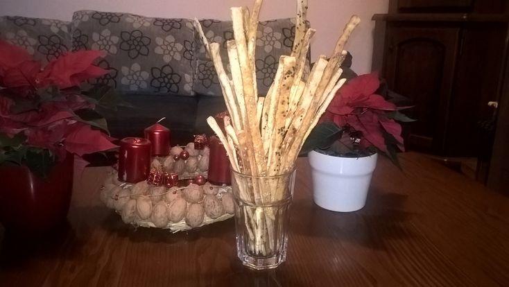 Cukroví. Všude samé cukroví. Teda u nás doma se nachází jen perníčky, talířek celozrnného lineckého a talířek vlaškoořechových pracen. Pro vánoční návštěvy, aby se neřeklo. Když jsem se ptala muže, jaké cukroví bych měla upéct pro něj – řekl, že je mu to jedno, jen ať je slané. Takže, výzva přijata. Včera jsme se s …