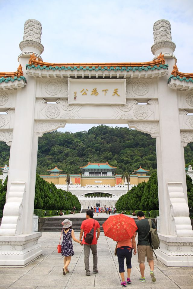 visiting Taiwan: where to go and what to see. this blog post breaks down suggestions for you itinerary in Taipei and throughout the island. [photo taken at the famous National Palace Museum - one of the world's best collections of Chinese art.]