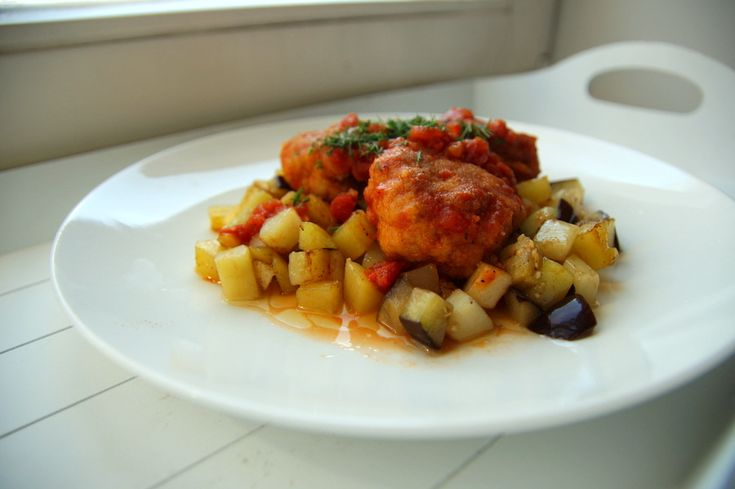 мясные фрикадельки в томатном соусе  http://www.tumpum.com/miasnaye-shariki