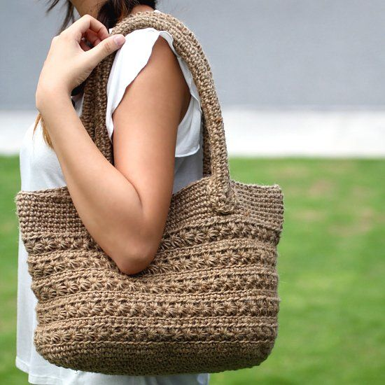 Crochet pattern for a jute twine tote with star stitch pattern. Picture tutorial and video available to make the instruction easy to follow.