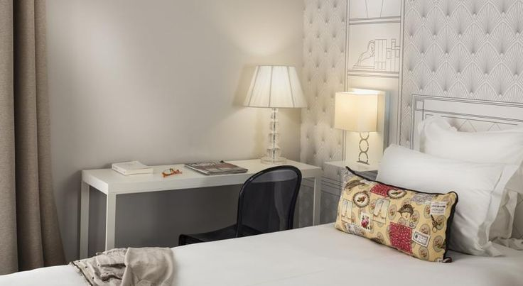 Hôtel Paris Vaugirard Paris Hotel Terminus Vaugirard is located in Paris, 50 metres from Porte de Versailles and the main entrance of the Parc des Expositions. It offers free Wi-Fi access.  Each soundproofed room has simple décor and overlooks the courtyard or the street.