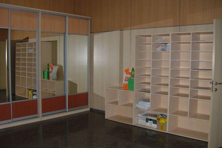 Шкафы-купе для одежды и стеллажи для корреспонденции.