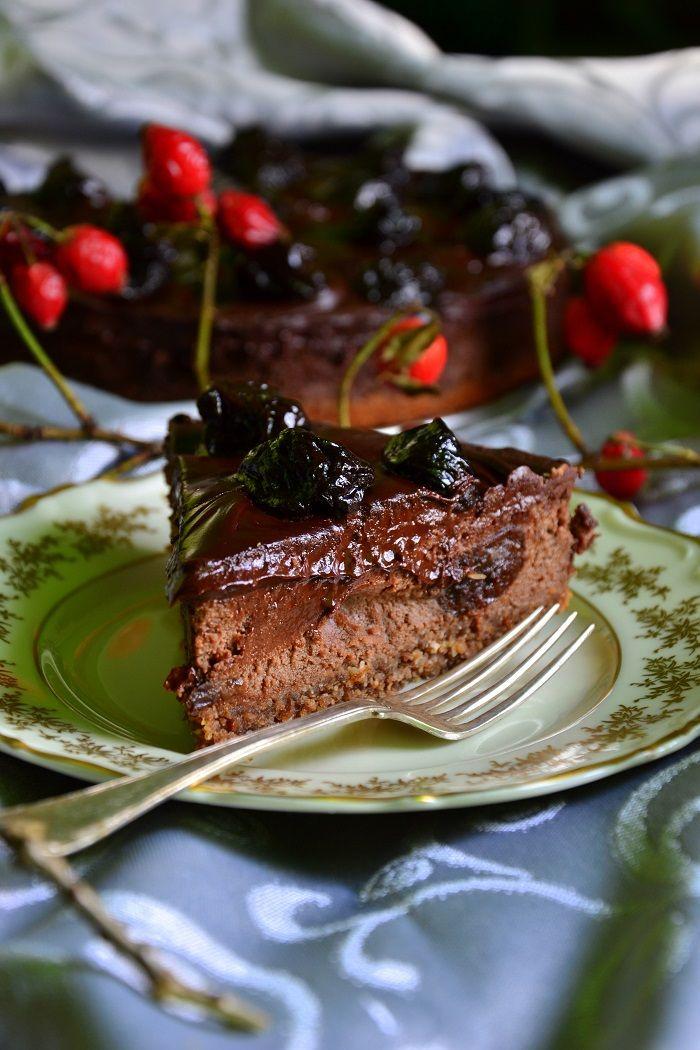 Tofurnik czekoladowy z suszoną śliwką