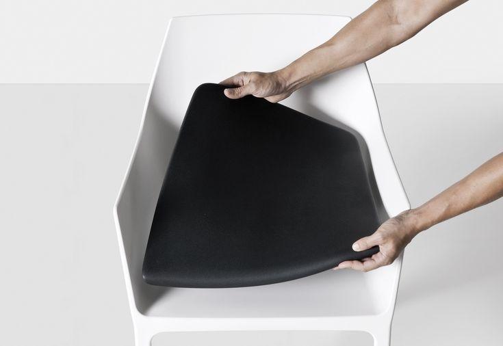Chaise empilable en polypropylène MEM by Kristalia design Christophe Pillet