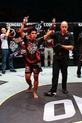 Geje Eustaquio training for Akhmetov showdown