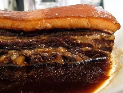 東坡肉 (Slowly Braised Pork Belly)  東坡肉 (read as dong po rou) is Chinese-style braised pork belly, and has been a family favourite since n-years ago.
