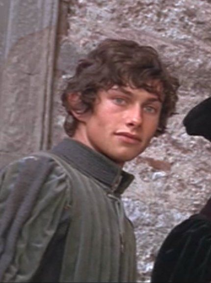 what kind of relationship do benvolio and romeo have