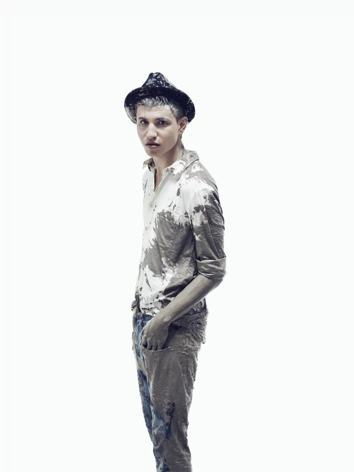 If you see a tall and skinny character in a 19th century coat, untidy hair and a bit too low-cut a top, it is probably 21-year-old Rasmus Grosin. When not seen mingling with people in fashion, he spends his time at his school desk, working as a model or singing in his new band – Shadow Moses.