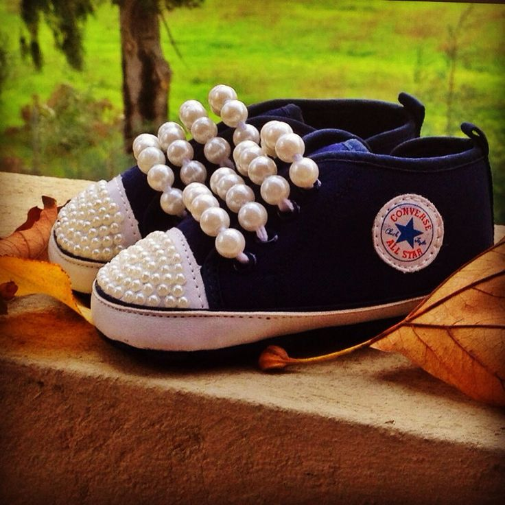 Prewalker baby shoes with pearls