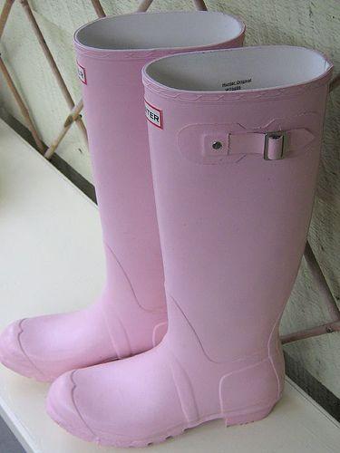 Cherry blossom pink Hunter Wellies - want them!    http://www.hunter-boot.com/original-gloss/cherry-blossom