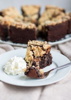 Brownie kruimel praline taart