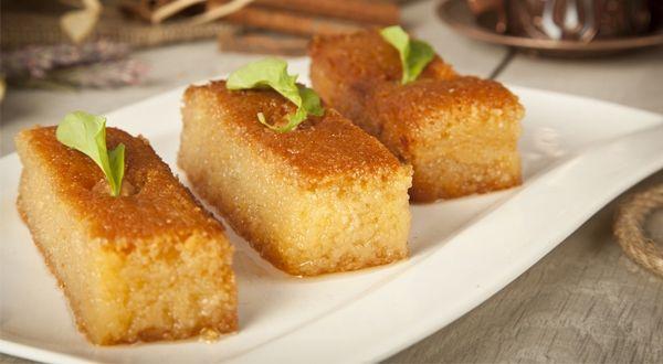 Σάμαλι. Ένα ιδιαίτερα δημοφιλές και αγαπητό σιροπιαστό γλύκισμα, που φτιάχνετε σε διάφορες εκδοχές σε όλη την Ελλάδα. Πρόκειται για ένα γλύκισμα που παρασκ