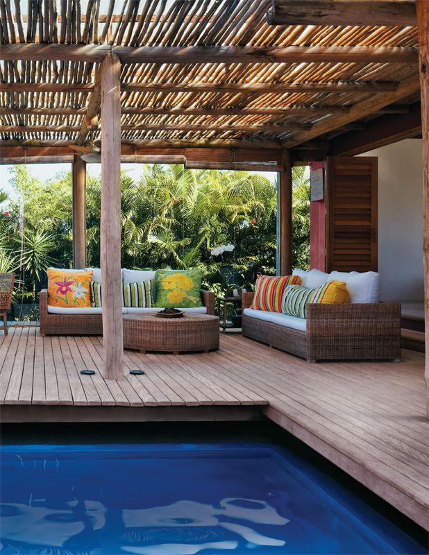 Casa modulada no sul da Bahia é ligada por pérgolas e espelhos d'água - Casa