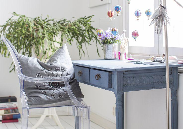Kalkkimaali antaa pinnoille kauniin peittävän, liitumaisen mattapinnan. Sillä voi maalata huonekalujen lisäksi myös seiniä ja lattioita.