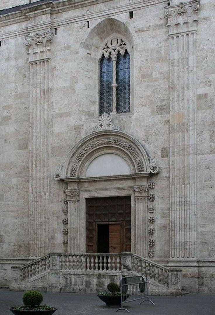 Porta della Musa, ingresso laterale Duomo di Ascoli Piceno
