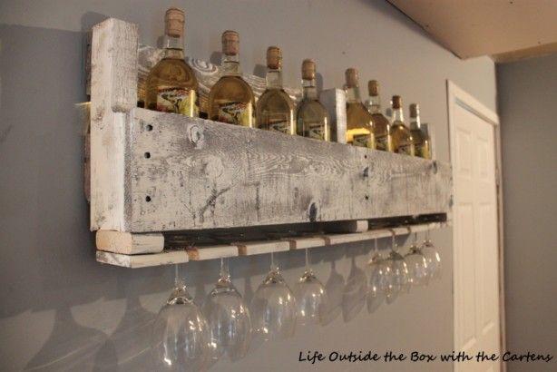 Wijnrek van pallets, met hangruimte voor je wijnglazen