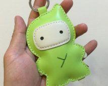 Groot formaat - Taka de Ninja koeienhuid Lederen sleutelhanger (appelgroen)