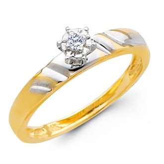 Anillo de compromiso de oro amarillo 14K. con acentos en oro blanco y un hermoso diamante.