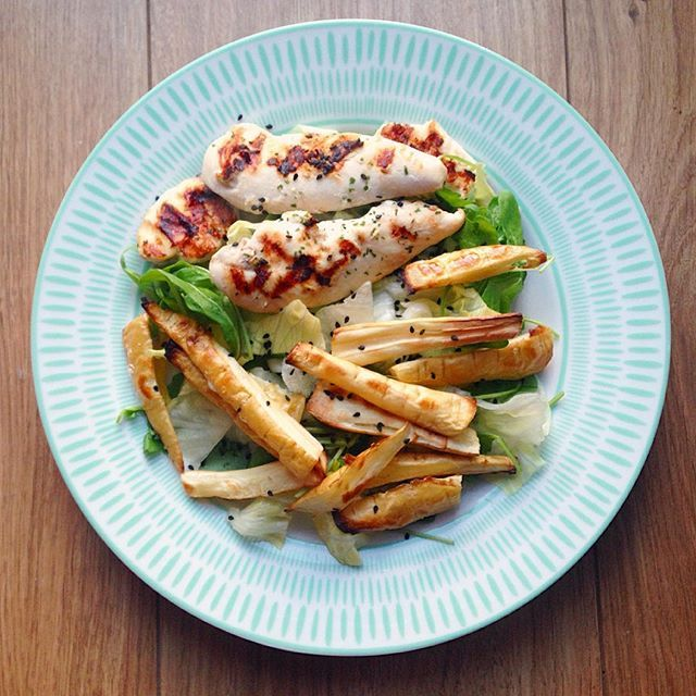 Chicken, parsnip chips and salad. ✨ .. .. #dinner #chicken #parsnip #salad #lowcarb #healthyalternative #healthy #healthyfood #healthyeating #foodstagram #healthyliving #fit #fitness #fitfood #fitfam #nutrition #foodgoals