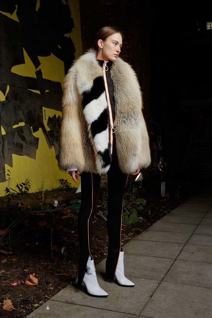 See the complete Off-White Pre-Fall 2017 collection.