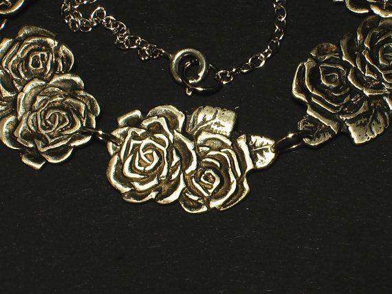 Romantische ketting met zilveren rozen van JackysJewels op Etsy van theelepelset gemaakt