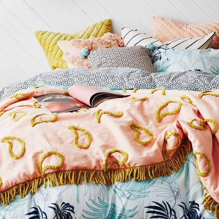 Primrose Paisley Tufted Blanket