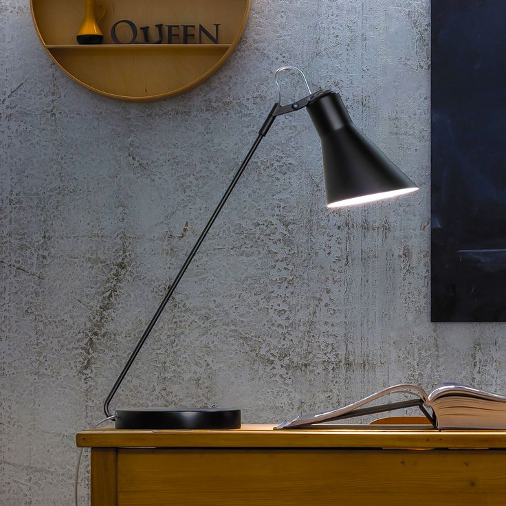 Taia desk lamp by Sphera lighting also comes in a floor and wall version. #madeinitaly #desklamp #aluminiumhousing #lightingdesign #architectural #interiordesign Check out the range and colours - @http://sphera.com.au