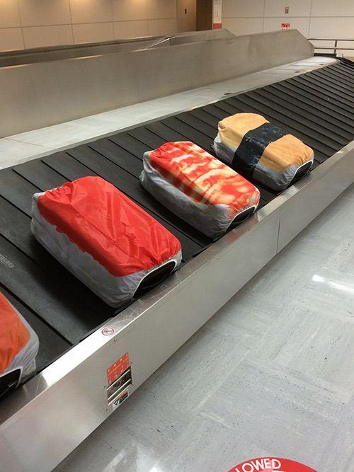 「寿司スーツケースカバー」発売 - たこ・いくら・さばのネタがトランクレーンを流れる姿が秀逸の写真11