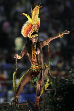 12 fev 2013, Rio de Janeiro - Desfile da Imperatriz Leopoldinense no Sambódromo da Marquês de Sapucaí.  Foto: Luiz Roberto Lima / Futura Press.