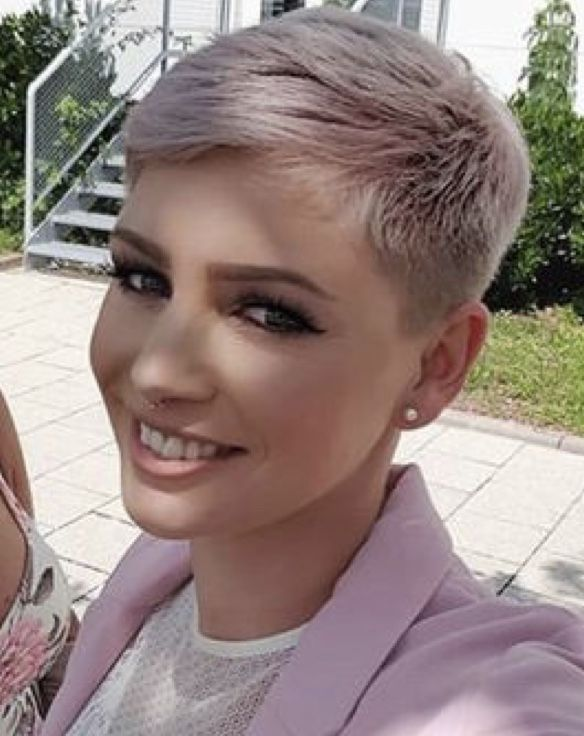 Pin By Duanecallahan On Short Pixie Super Short Hair Short Pixie Haircuts Very Short Hair