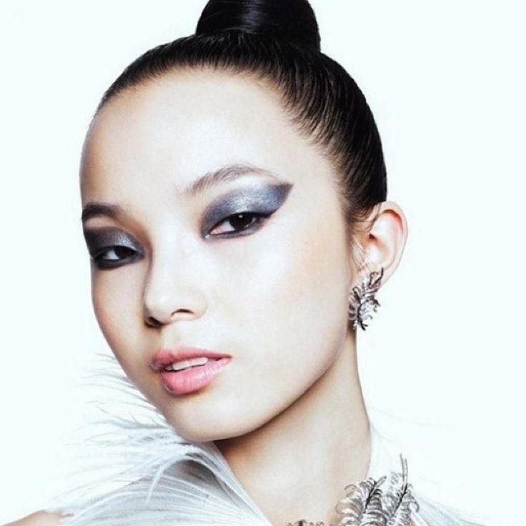 Make-up für reife asiatische Augen