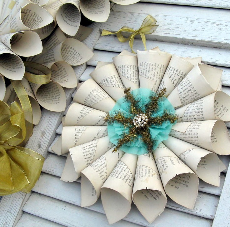 paper wreath, pretty combo for Christmas holidays.