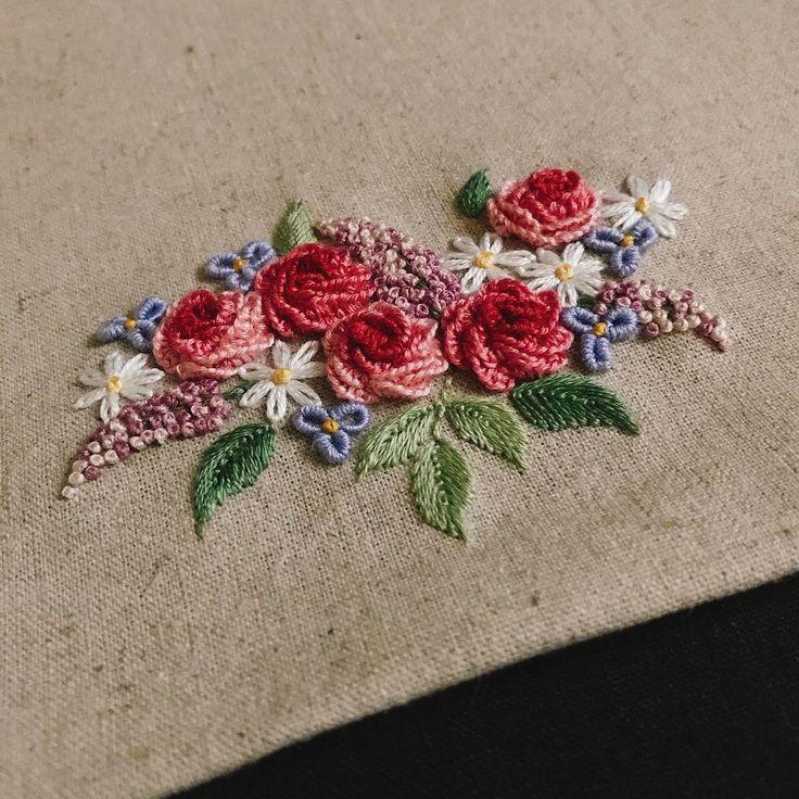 클래식한 자수 연습중 점점 더 풍성해질 예정...! . . . . . . . #daily #littlebylittle #mikeanis #art #artwork #artist #embroidery #embroideryart #handembroidery #handmade #illust #illustration #flower #rose #classic #자수 #손자수 #프랑스자수 #자작도안 #꽃자수 #꽃 #장미 #手刺繍 #刺繍 #ししゅう #刺繡